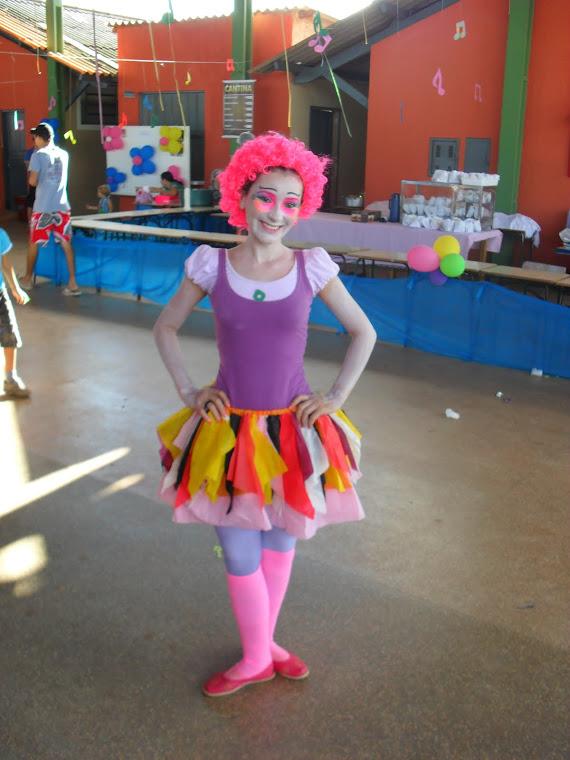 """FANTASIA DE BONECA para contar a história """"Bom dia todas as cores"""" (Ruth Rocha) Minha preferida!!!"""