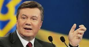 """بالفيديو: لحظة """"فرار"""" الرئيس الأوكراني على متن طائرة"""
