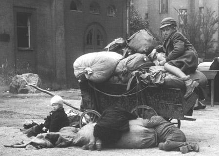 В родном селе на Закарпатье простились с бойцом Александром Шимоном: присутствующие встали на колени - Цензор.НЕТ 1268
