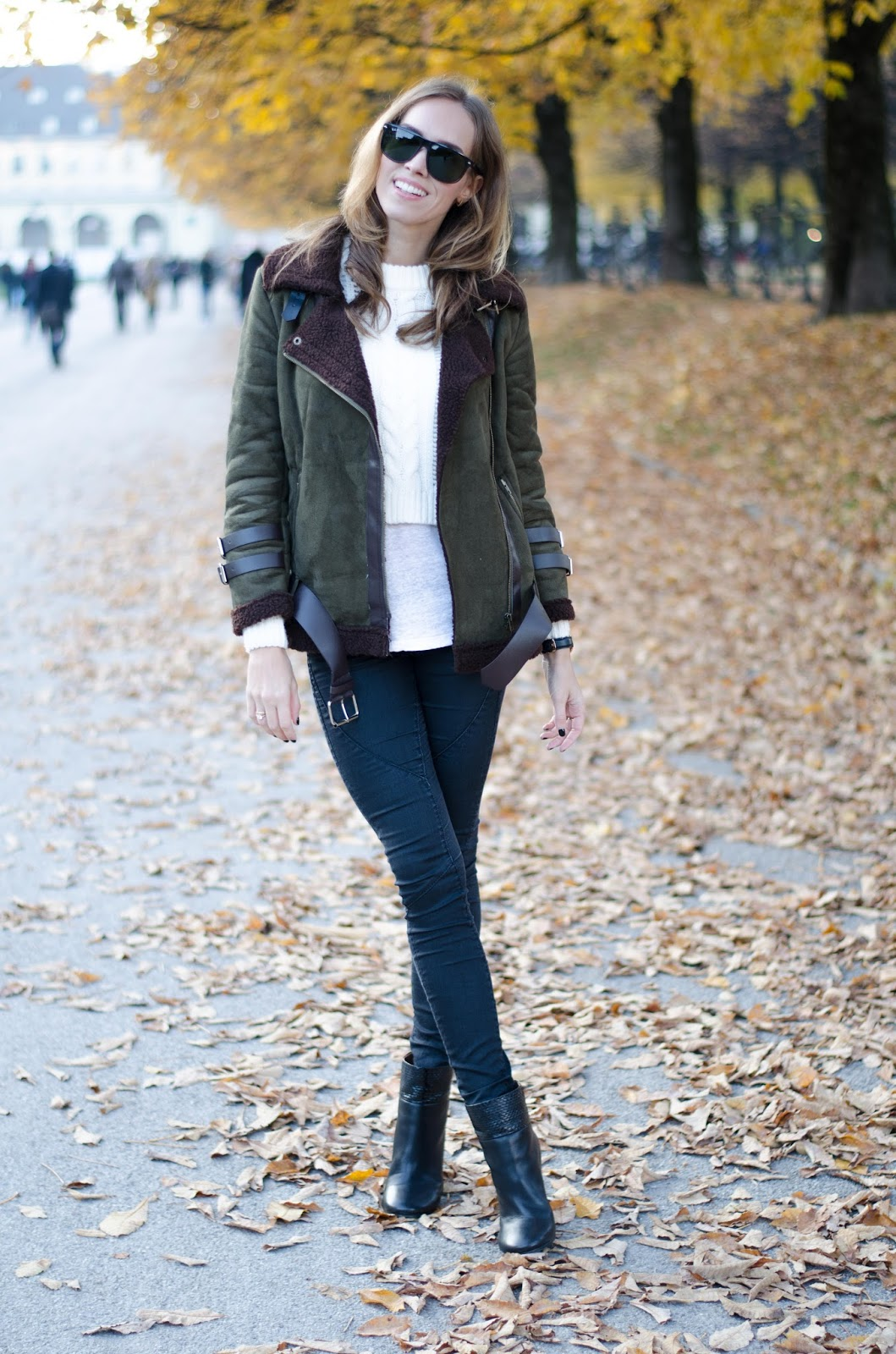 kristjaana mere yoins green brown shearling jacket white sweater black skinny jeans fall outfit