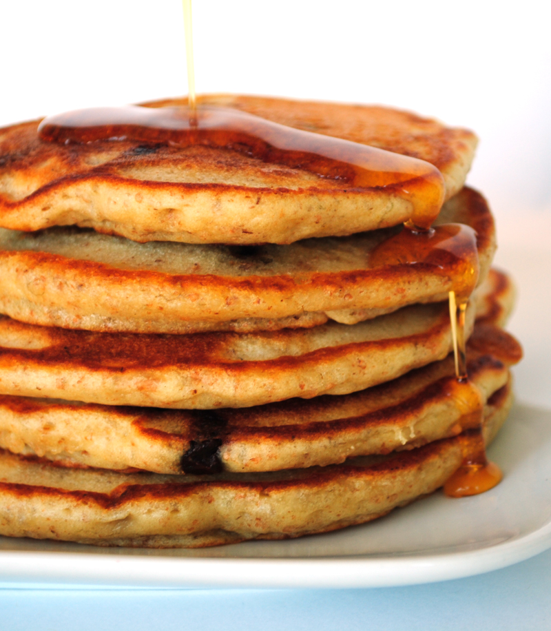 Leanne bakes: Whole Wheat(ish) Banana Chocolate Chip Pancakes
