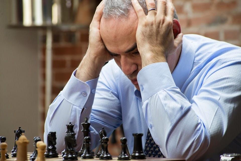 Garry Kasparov en el Chess Club and Scholastic Center of Saint Louis