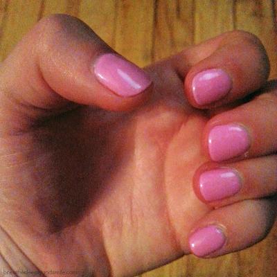 bubblegum-pink-gel-manicure