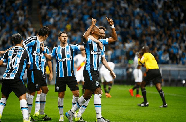 Grêmio procura fazer a lição de casa para não aumentar sua distância dos líderes (Foto: Lucas Uebel/Grêmio)