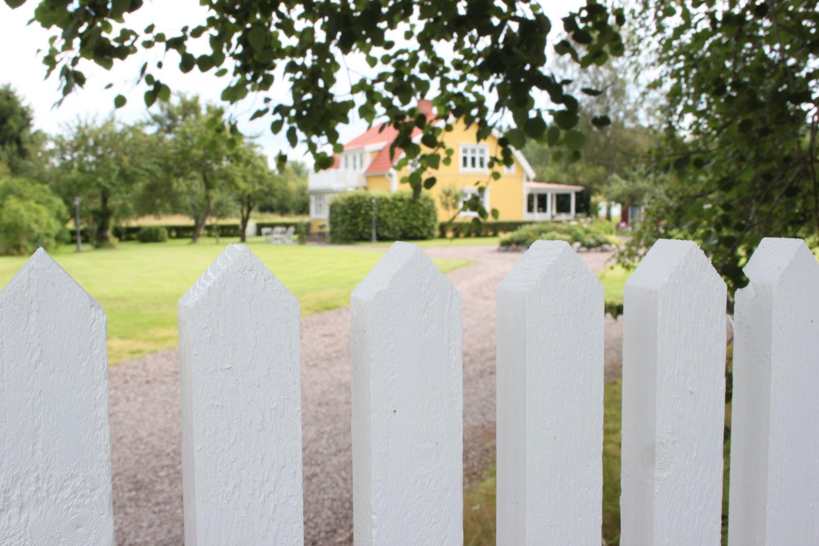 Add: design / anna stenberg / lantligt på svanängen: nytt staket ...