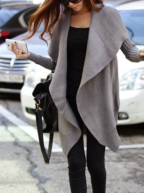 Fashionable Long Gray Oversized Shapeless Cardigan with Black jeans, T-Shirt and Handbag