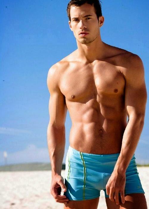 Ecoblogger: 16   1 uomini sexy per farti scegliere tra slip o boxer