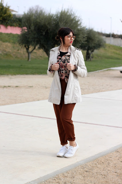 pantalon-pinzas-sporty-chic