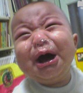 Nah kali ini umi akan memberikan tips tentang bagaimana sih cara nya untuk membuat anak yang menangis segera diam