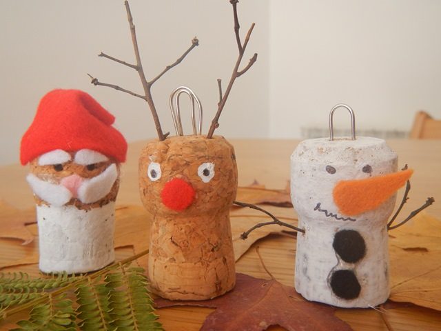 La forma delle nuvole decorazioni natalizie con i tappi for Opzioni di materiale di raccordo