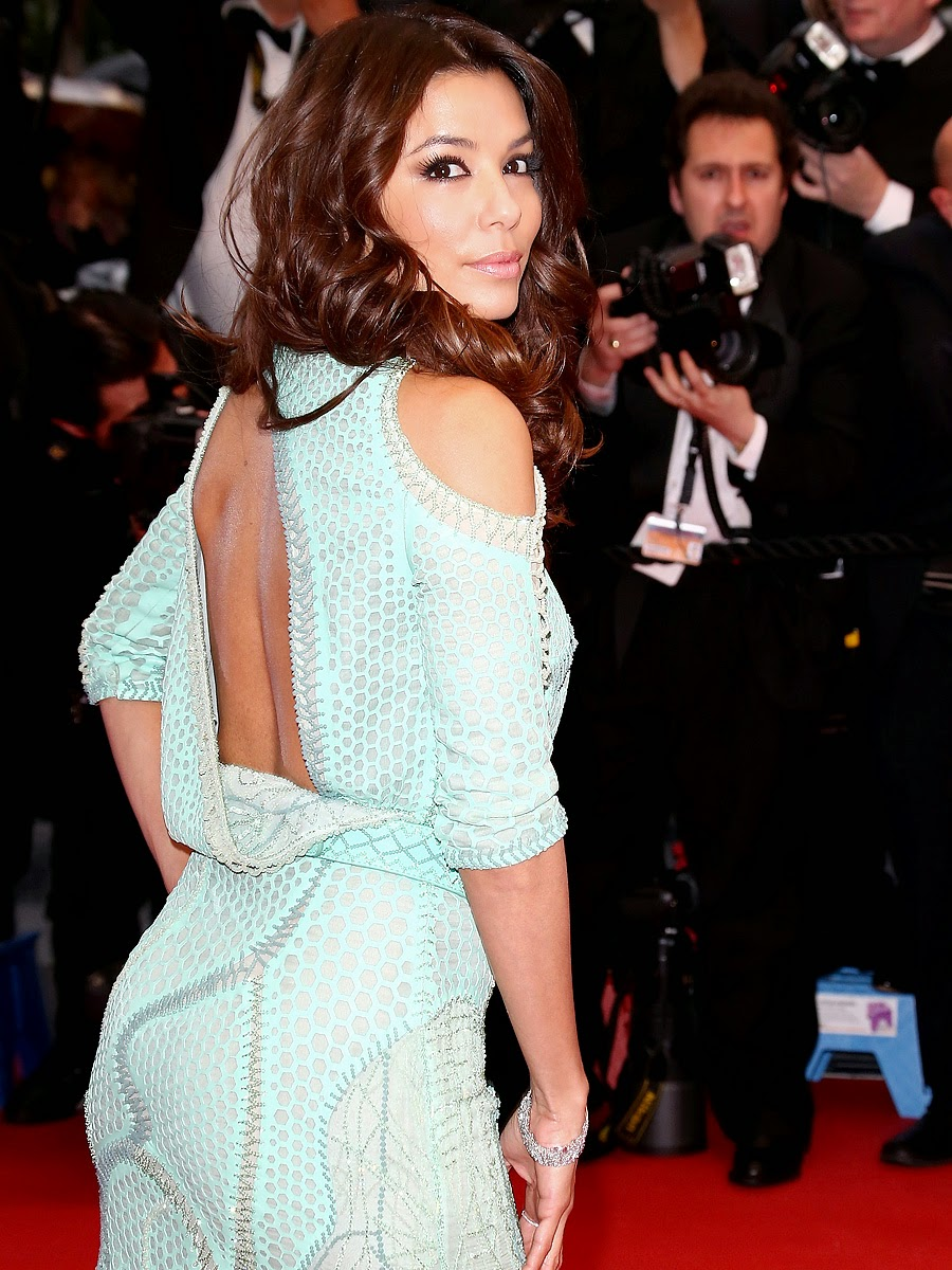 "Share the post ""Eva Longoria wardrobe malfunction Cannes 2013"""