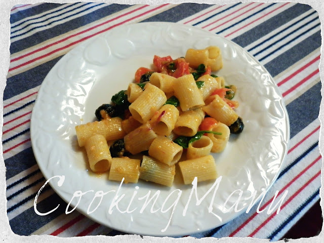 pasta con spinacino (pasta with fresh spinach)
