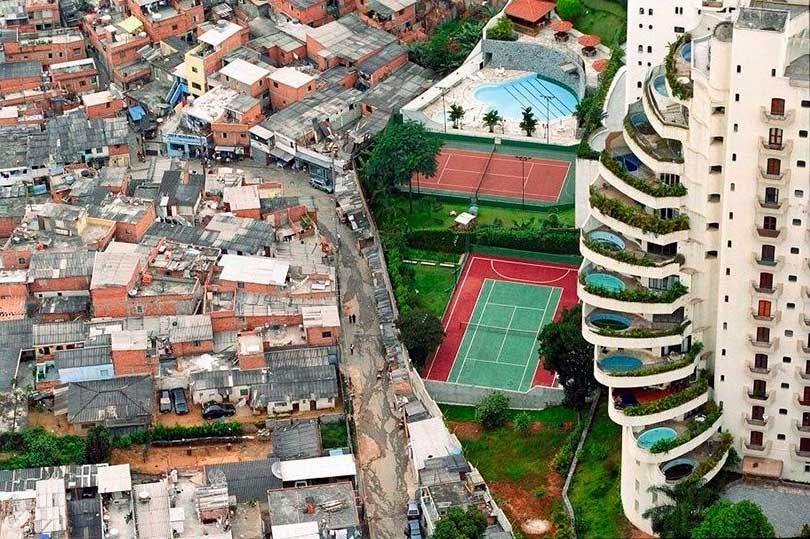 Apartamentos de lujo pegados a Fabelas en Sao Paulo