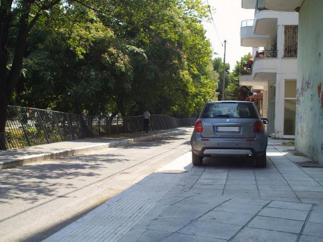 Με πεζοδρόμια πιο φαρδιά από τους δρόμους, φυσικό και επόμενο είναι το παρκάρισμα πάνω σε αυτά