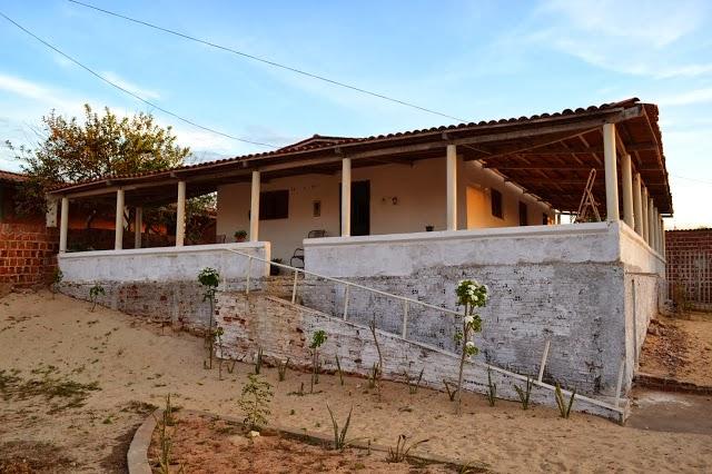 Vende-se Casa de frente para o Mar em Enxú Queimado, Pedra Grande/RN. Fone 084-9423-1587 ou 3555-42