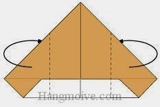Bước 4: Gấp hai cạnh hai bên về phía mặt sau.