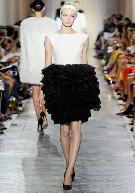 Just a silhouette giambattista valli fall couture 2011 for Haute couture requirements