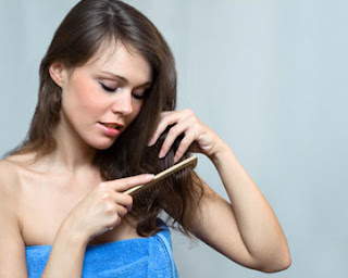 6 Tips Mengatur Rambut Kering Dan Kaku