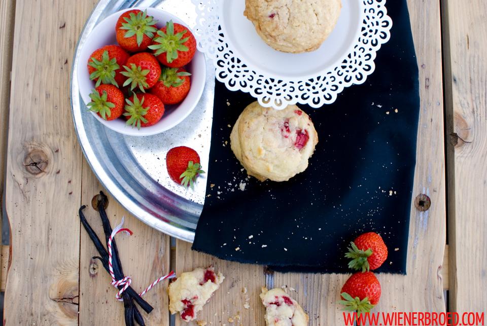 Erdbeer-weiße Schokolade-Cookies / Strawberry white chocolate cookies [wienerbroed.com]