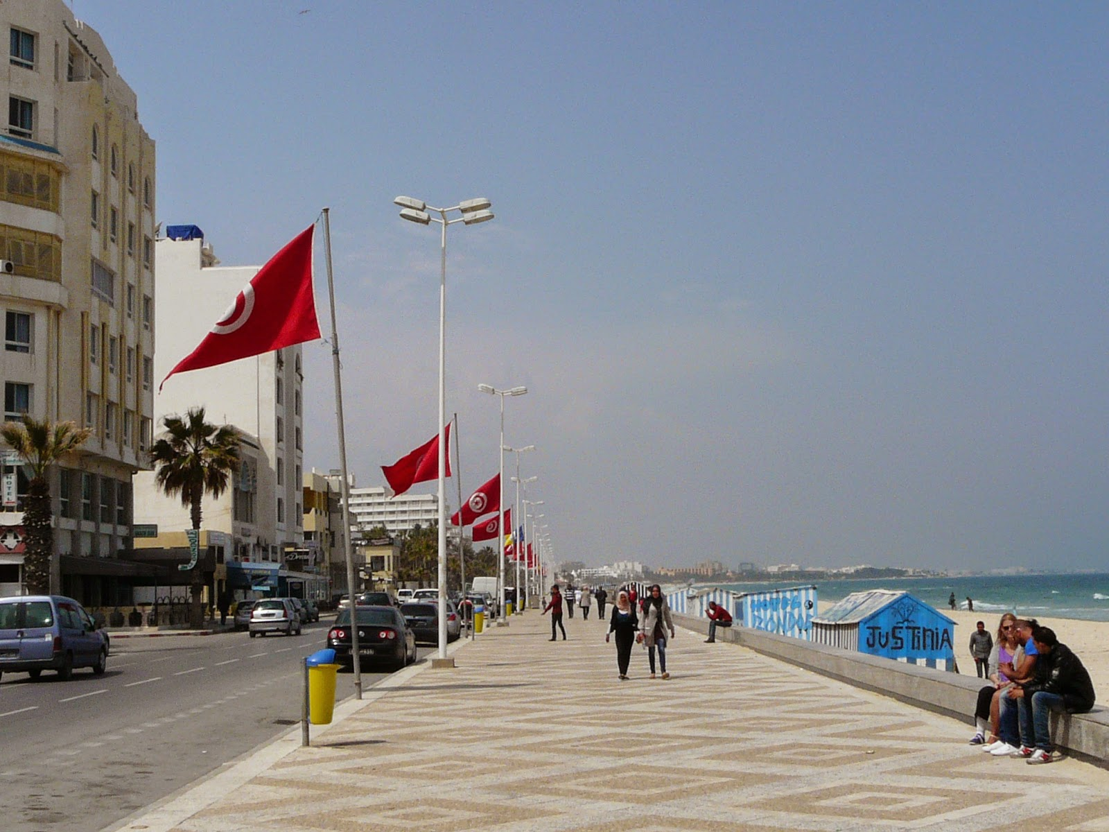 Where the boys are : coastal road in Sousse