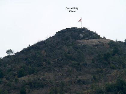 El Serrat Roig amb la senyera onejant al cim