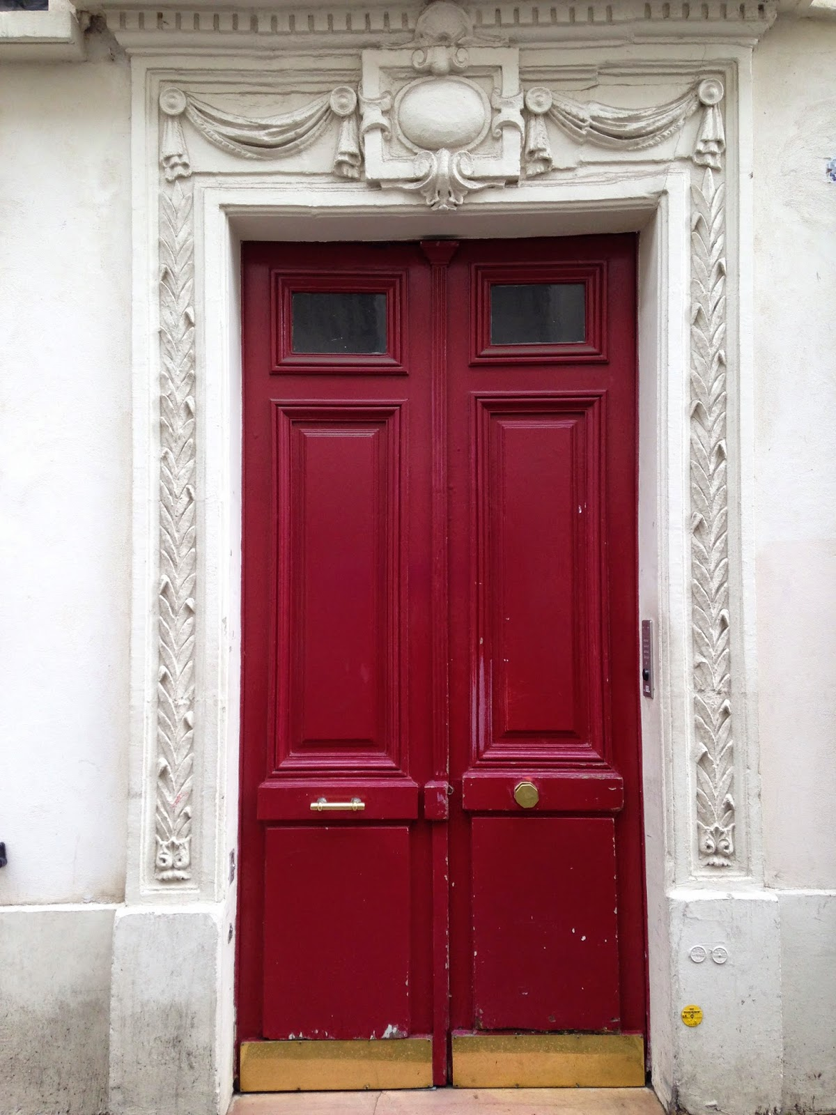 1600 #731323 Typical Parisian (or W. European) Front Door. Doorknobs Are In The  wallpaper European Front Doors 46251200