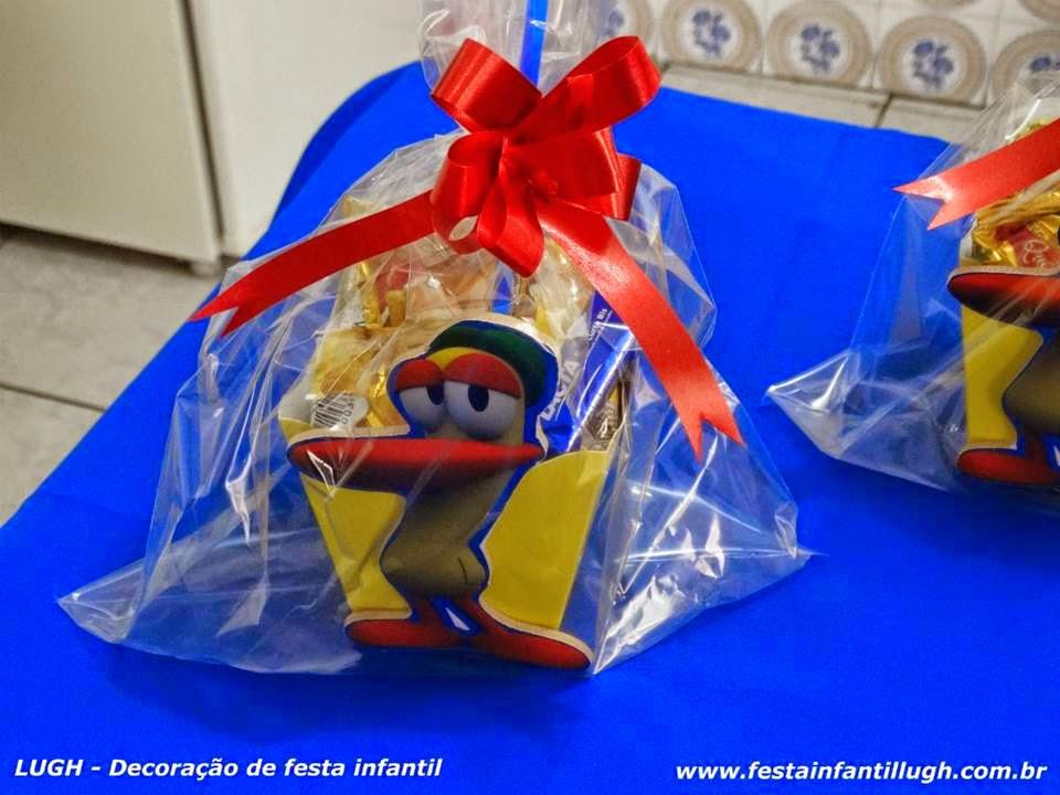 Enfeites para o centro das mesas dos convidados com o tema Pocoyo - festa infantil