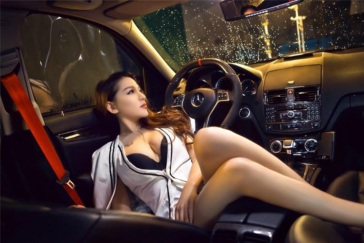 Siêu vòng 1 căng tròn sexy bên Mercedes