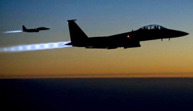 Dua pesawat jet tempur AS, F-15 Strikes Eagle terbang di wilayah Suriah