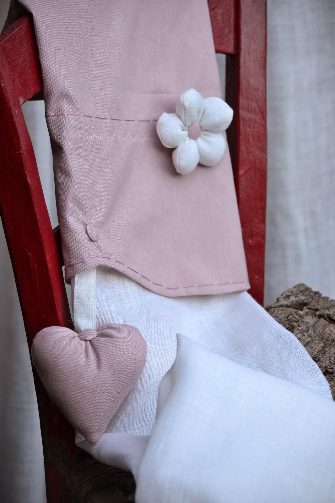Romantiche queste tende......il tessuto in cotone tinto in filo e il misto lino della calata le ren