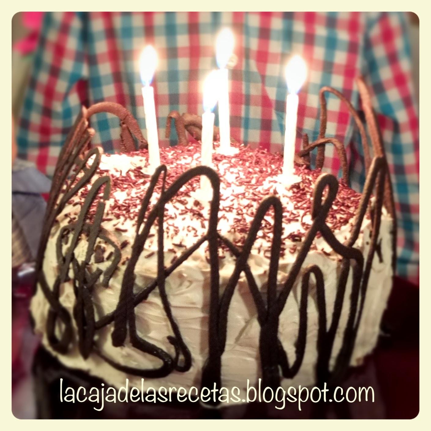 http://lacajadelasrecetas.blogspot.com.es/2014/03/tarta-cumpleanera-de-chocolate-fresas-y.html
