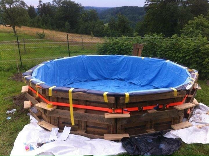 Mueblesdepalets.net: Enorme piscina realizada con palets paso a paso