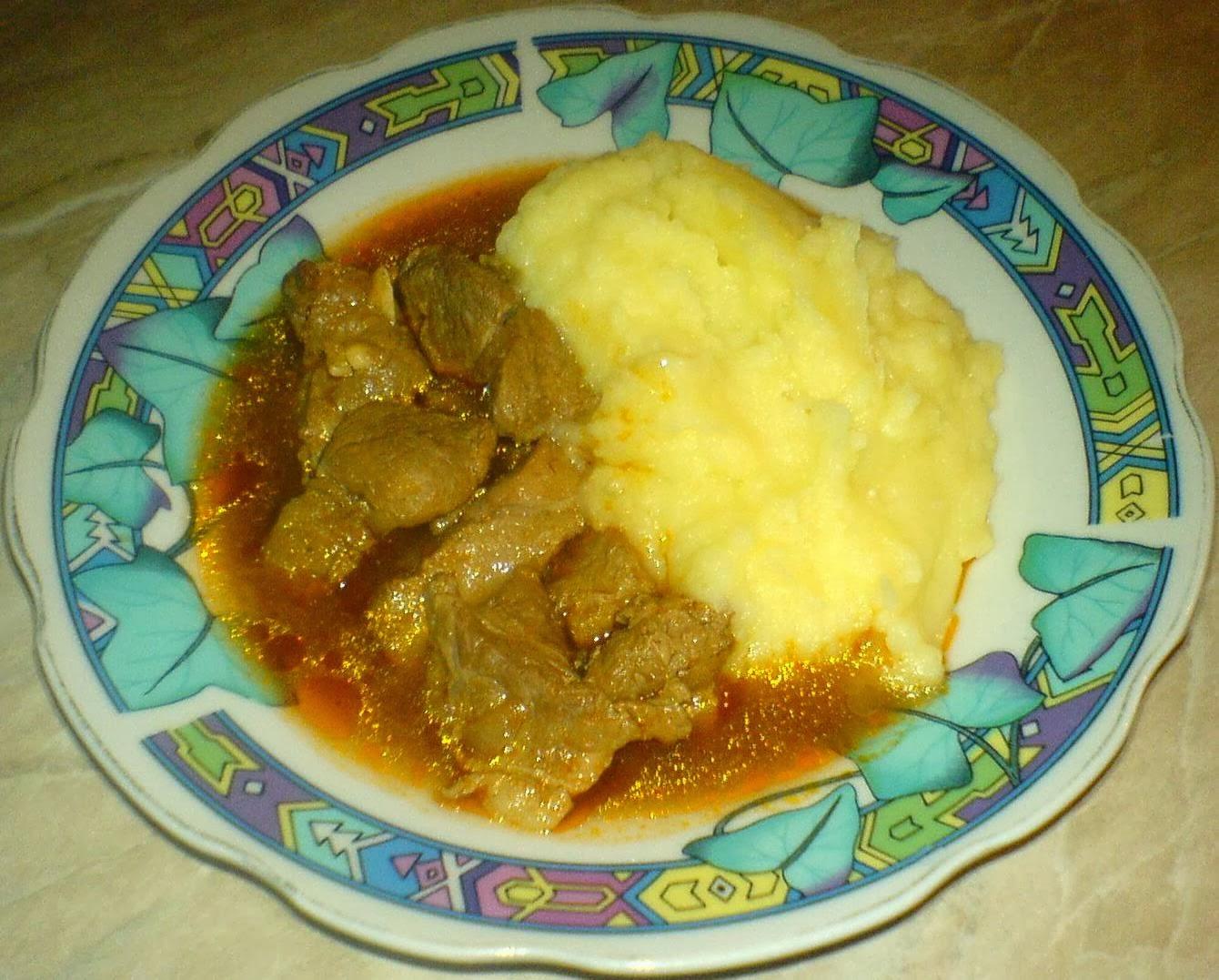 ostropel cu piure de cartofi, retete culinare, preparate culinare, piure cu sos, retete de mancare, retete cu porc,