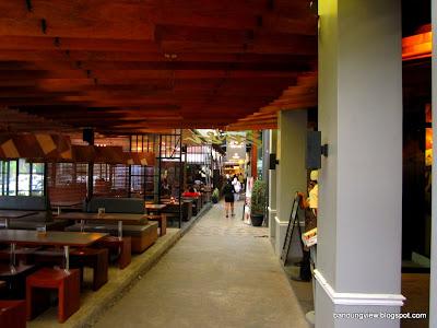 Jajaran kafe dan restoran PVJ
