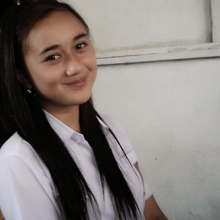 Senyum Manis Steisy Anak SMA Manado