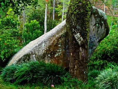 Wisata Batu Kuda di Gunung Manglayang