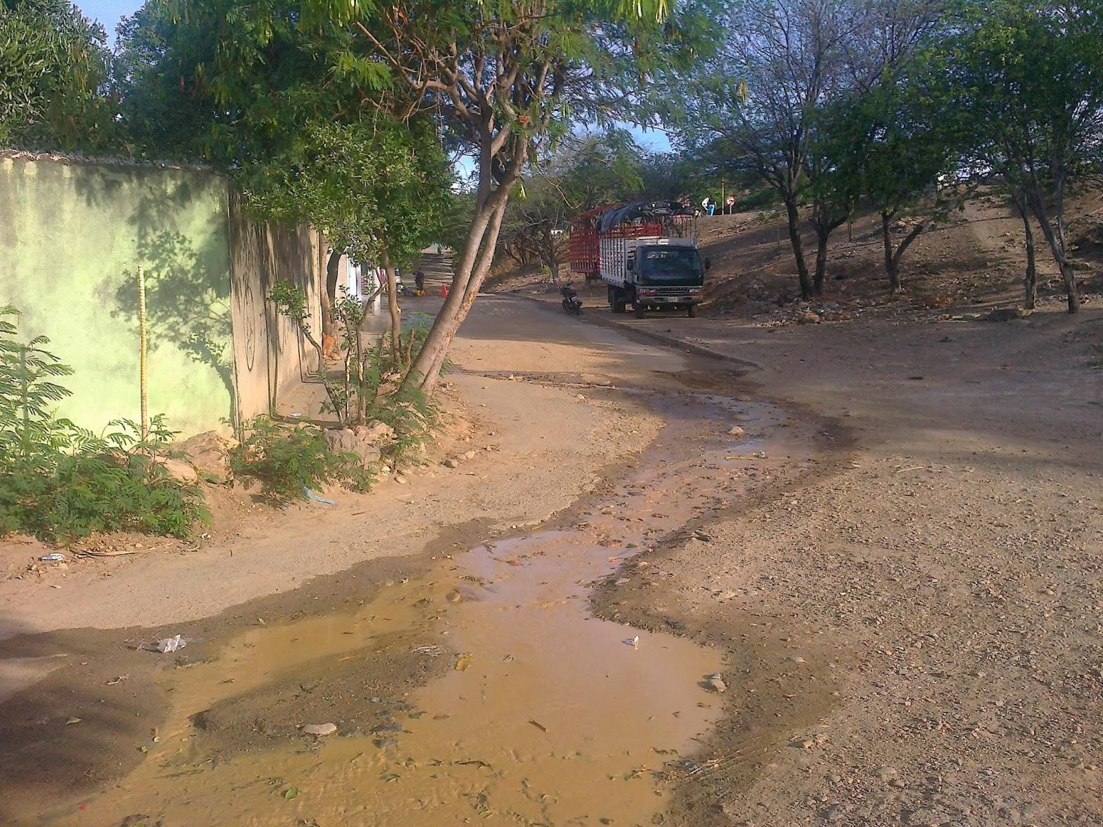 Llega la cuadrilla de #AguasKpitalCúcuta a reparar bote de agua en #EcoparqueDivinoNiño de Chapinero #MovilNOTICIAS