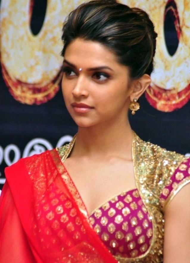 Deepika padukone red hot saree   Tollywood Actress ...