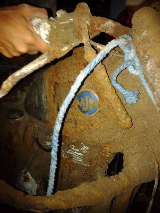 Plat nama AJS di moge yang ditemukan warga Blitar