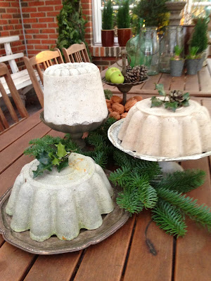 Fru pedersens have: kagebord, rionet og julestemning på terrassen.