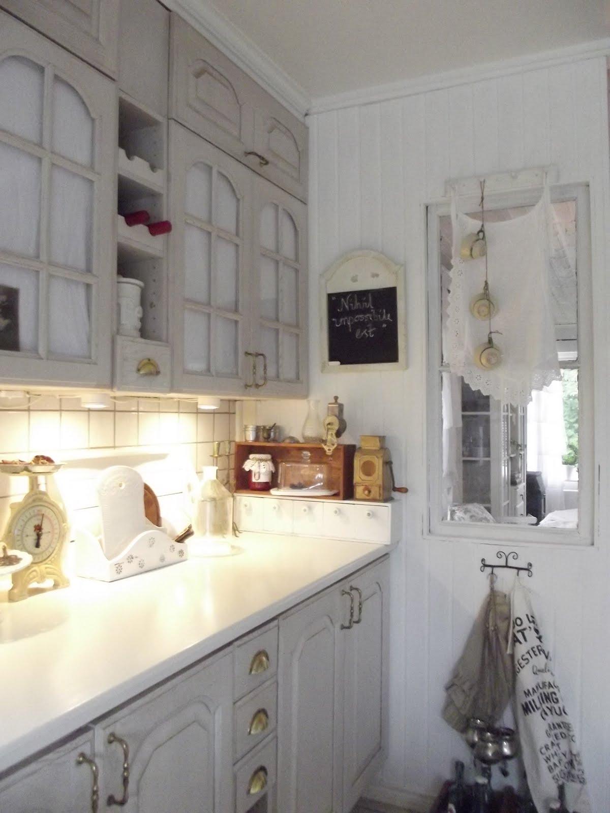 Boiserie c programmi per oggi riverniciare la cucina - Ridipingere la cucina ...