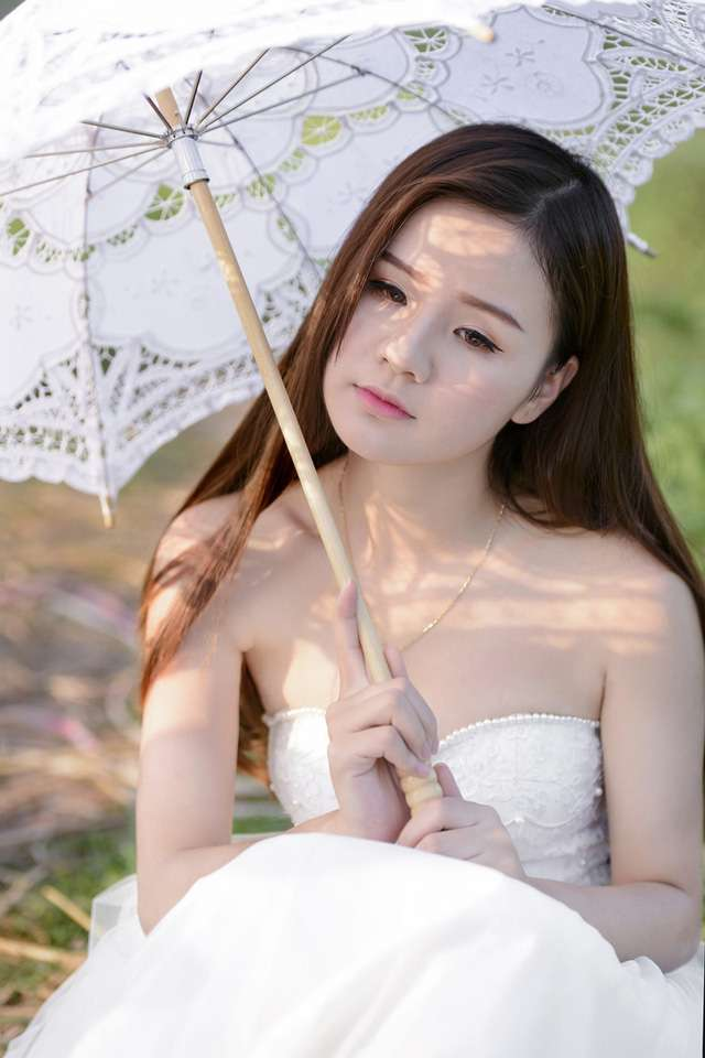 thieu-nu-ha-thanh-tinh-khoi-diu-ngot-ben-dong-cai-vang, Thiếu nữ Hà thành tinh khôi, dịu ngọt bên đồng cải vàng