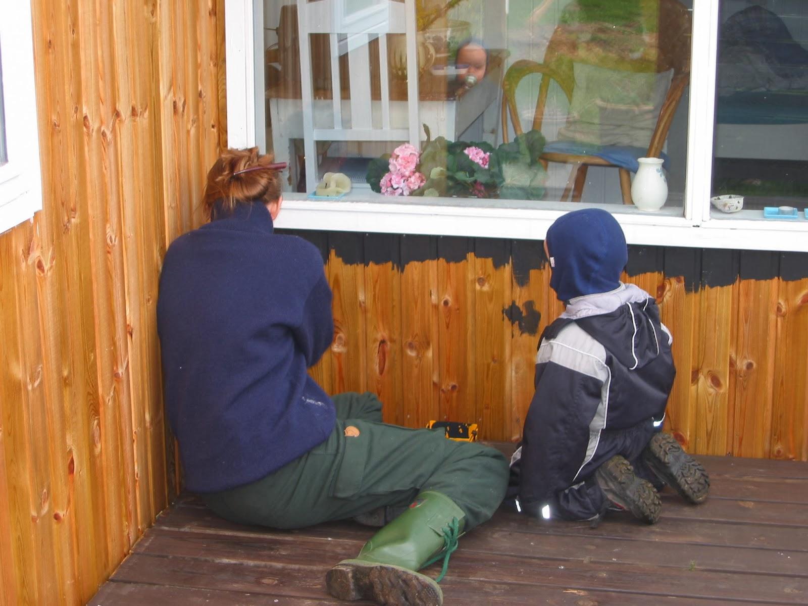 Sine og Johan svinger malerpenslen  Erindringsglimt   blogger