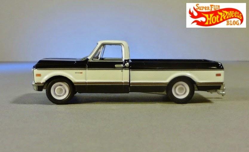 Super Fun Hot Wheels Blog: Greenlight Hitch & Tow 1971 Chevrolet Cheyenne & Flatbed Trailer