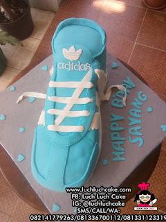 3D Cake Sepatu Adidas Birthday Tart