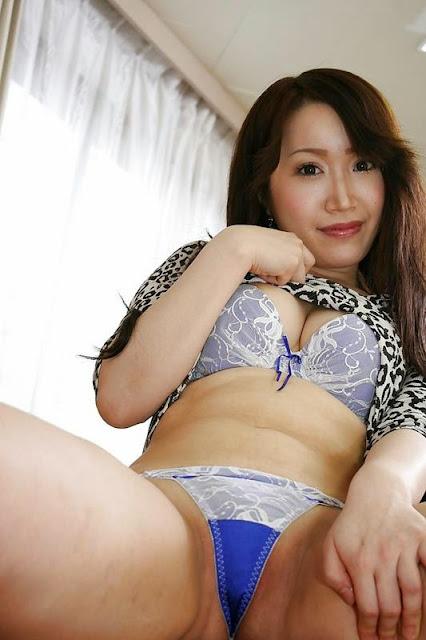 Japonesa Gostosa Peladinha Mostrando A Buceta