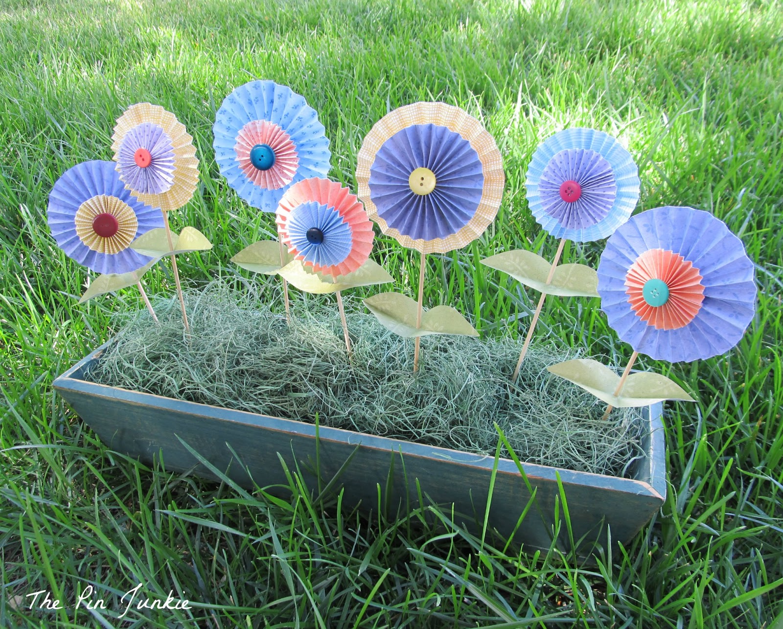 The pin junkie how to make paper bluebonnets - Folded Paper Flowers