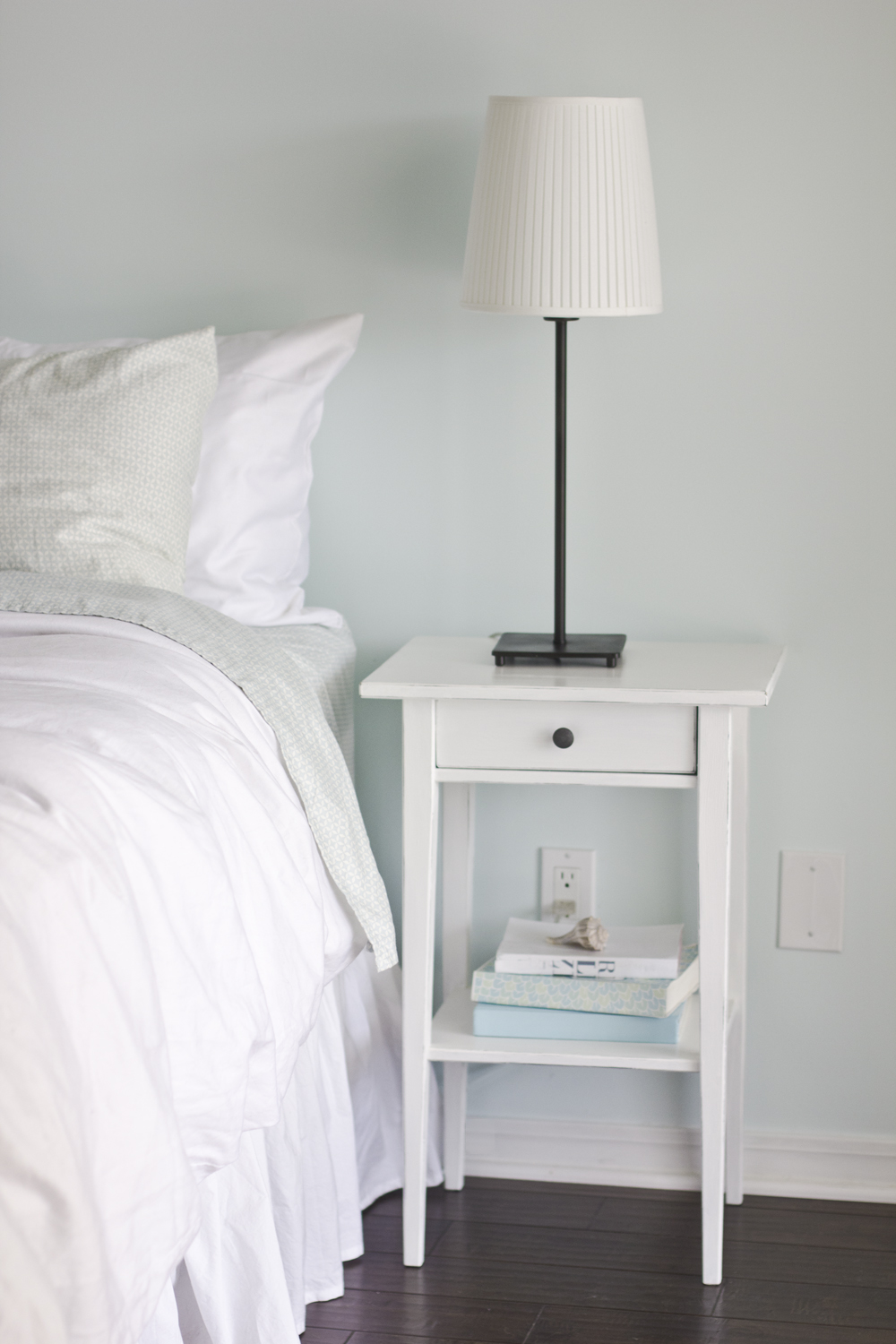ikea hemnes nightstand white. Black Bedroom Furniture Sets. Home Design Ideas
