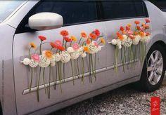 tailles que vous placerez sur le capot des ronds fleurs de diffrentes tailles feront un effet pur pour votre dcoration de voiture des maris - Fleurs Capot De Voiture Mariage