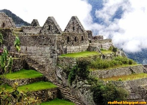Machu Picchu berada di daerah Peru